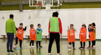 Deporte para Todos en el patio del colegio