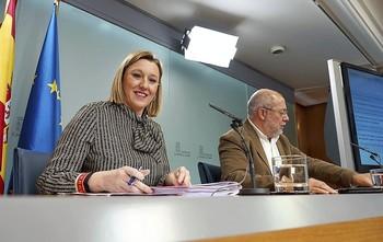 La consejera de Familia, IsabelBlanco, y el vicepresidente y portavoz de la Junta,FranciscoIgea, en la rueda de prensa.