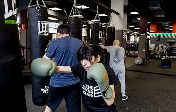 El boxeo requiere una gran coordinación y quema muchas calorías.