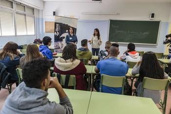 Alumnos en una clase de Secundaria de un instituto público de la capital regional.