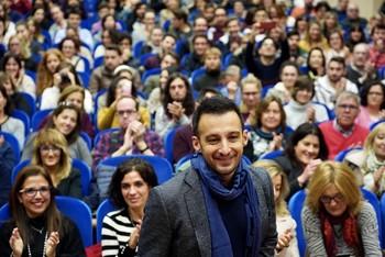 Alejandro Amenábar imparte una clase abierta en el Aula Mergelina de la Facultad de Derecho.