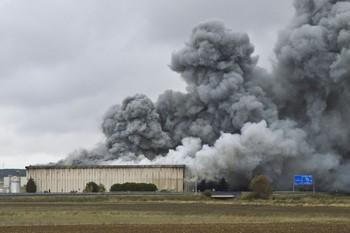 Imagen del incendio de la antigua factoría
