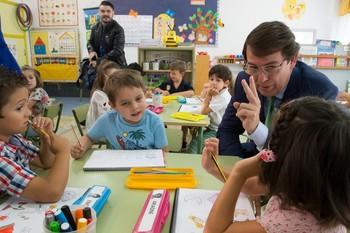 Mañueco visitó el colegio Nuestra Señora de la Candelaria en la capital zamorana antes de inaugurar el curso en el IES Claudio Moyano.
