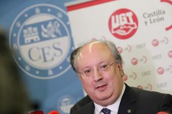 El presidente electo del CES, Enrique Cabero, durante la inauguración de la jornada sobre el futuro del Corredor Atlántico.