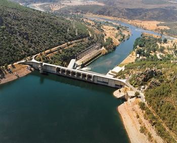 Muere un trabajador en una central hidroeléctrica de Badajoz