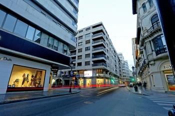 Calle Tinte y Ancha, donde se concentran gran número de comercios.