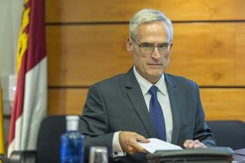 El fiscal superior de Castilla-La Mancha presentó ayer en las Cortes la memoria anual de la Fiscalía.