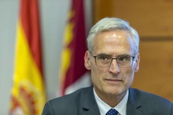 El fiscal superior de Castilla-La Mancha en la comisión de las Cortes.