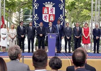 ?El presidente de la Junta, AlfonsoFernández Mañueco (c), junto al resto del Gobierno regional, en su toma de posesión.