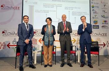 (I a d)Ángel Luis González, Magdalena Valerio, José Antonio Diez y Germán Barrios, ayer en León.