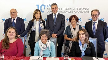 Participantes en la presentación del balance del programa de atención a personas con enfermedades avanzadas.