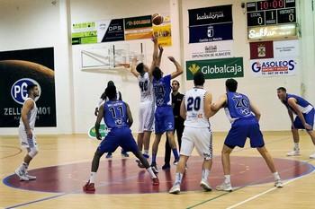 Lance del partido disputado en el Pabellón de La Granja.