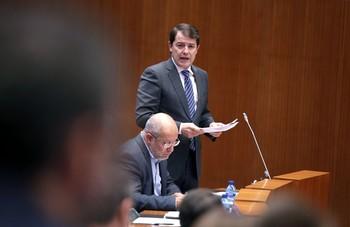 Alfonso Fernández Mañueco interviene durante el pleno.