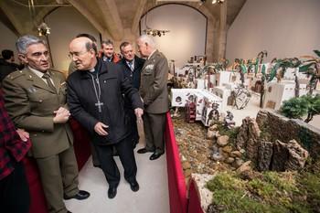 El Arzobispo hizo un recorrido completo del Belén del Ejército.