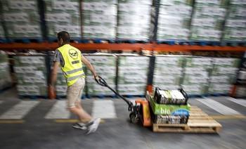 Nave donde el  Banco de Alimentos almacena los productos donados.