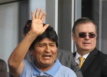 El dirigente ha prometido «mantener la lucha» desde su exilio en el país azteca.