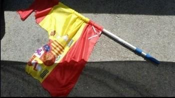 Condenan a 3 independentistas por rajar una bandera española