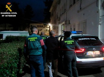 La Guardia Civil detiene a tres estafadores