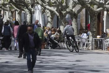 Peatones y ciclistas deberán adaptarse a las nuevas condiciones de movilidad cuando la ordenanza municipal entre en vigor.
