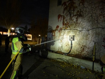 Bomberos en situaciones de riesgo eléctrico