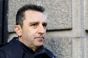 El abogado de IU Alberto López-Villa atiende a la prensa a su llegada al juzgado el pasado mes de febrero en la última jornada del juicio de las prejubilaciones de Caja Segovia.