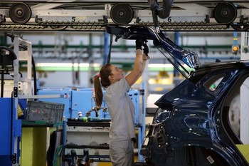Renault suprime 50 empleos en Valladolid