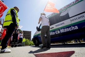CCOO y UGT mantienen las movilizaciones en las ambulancias
