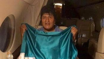 Morales abandona Bolivia con destino a México