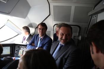 El ministro de Fomento en funciones, José Luis Ábalos, recorre el tramo Zamora-Pedralba de la Pradería de la Línea de Alta Velocidad Madrid-Galicia, en compañía del presidente de la Junta, Fernández Mañueco.