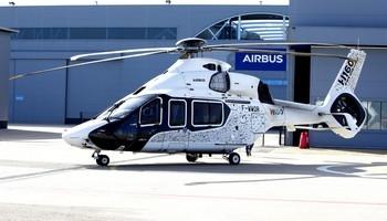 El nuevo helocóptero aterrizó en Airbus.