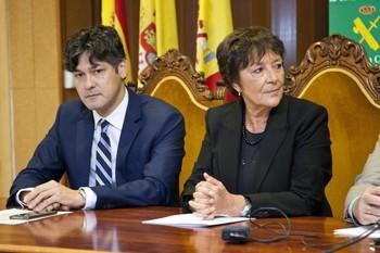 Mercedes Martín, delegada del Gobierno de Castilla y León, y Arturo Barral, subdelegado en Ávila