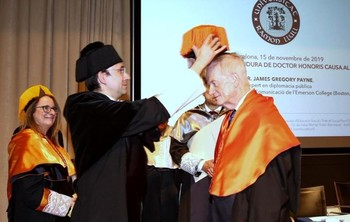 Gregory Payne, doctor honoris causa de la Ramon Llull