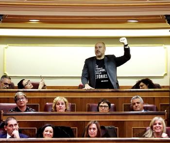 El diputado de ERC Jordi Salvador acata la Constitución por la libertad de los 'presos políticos' y la llegada de la república.