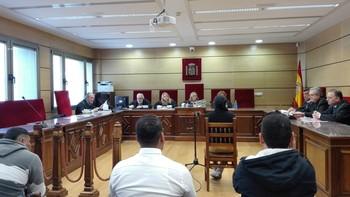 Los acusados, ayer, en el banquillo de la Audiencia Provincial
