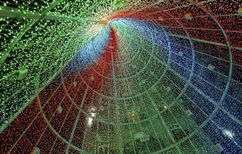 Un gran cono de luz preside las famosas Pascuas luminosas de Vigo, en Pontevedra.