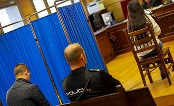 El acusado, en el banquillo, durante la declaración de la víctima