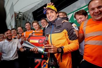 Sáinz hace podio cinco años después de Alonso