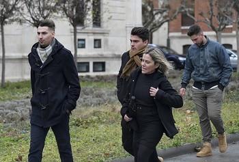 Los tres exfutbolistas Raúl Calvo, Carlos Cuadrado y Víctor Rodríguez, llegan al juzgado para conocer la sentencia.