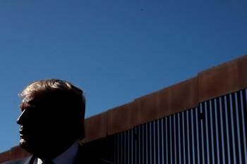 Trump insiste en levantar más muro por
