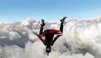 El paracaidista y aventurero extremo de Río Vena.