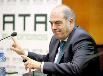 El presidente nacional de ATA, Lorenzo Amor, presenta las conclusiones del informe 'El trabajador autónomo ante la previsión social'.