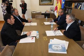 Carlos Pedrosa, secretario regional de UGT, se reunió con el consejero de Hacienda para conocer con mayor detalle el proyecto de ley de Presupuestos para 2020.
