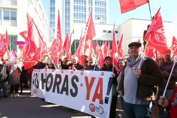 Movilización de trabajadores públicos del sindicato UGT en demanda de las 35 horas semanales en la administración autonómica.