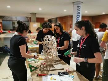 Más de 50 alumnos participan en el V Concurso de Grúas