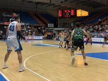 Un momento del partido entre el Menorca y Arcos.