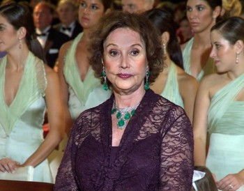 Carmen Franco, con algunas de las joyas que saldrán a subasta.