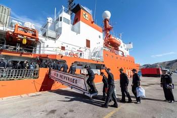 'Hespérides' parte hacia la Antártida