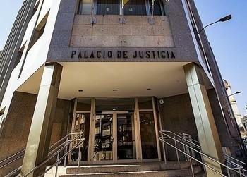 Juzgan a un abogado por coger dinero de un cliente