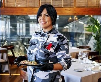 Roguez da rienda suelta a su cocina en su local del Acuario de Gijón