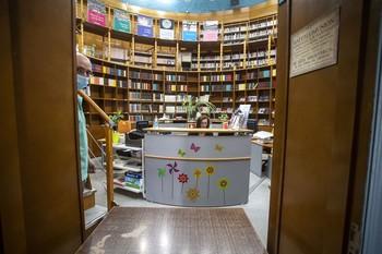 Interior de la Biblioteca de los Depósitos del Sol, la primera que abre sus puertas, con cita previa.